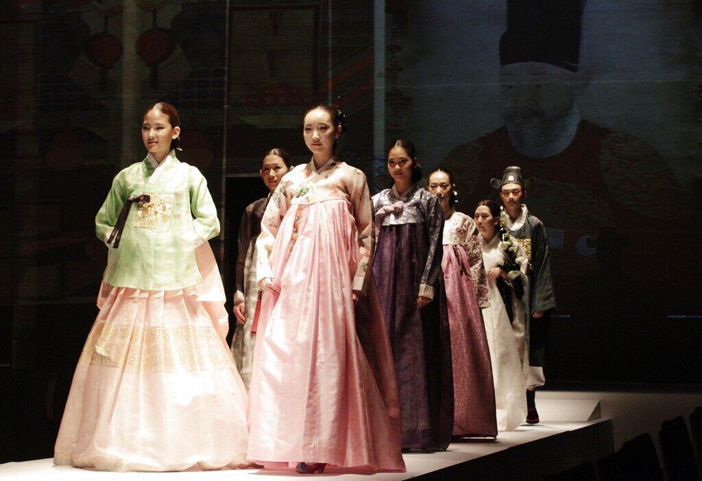 Corée du Sud - défilé de mode - Costume de mariage