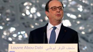 Президент Франсуа Олланд посетил в Абу-Даби филиал Лувра, который откроется в 2017 году