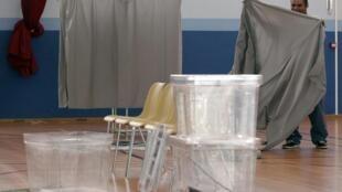 Les dépenses engagées par les communes pour l'installation des bureaux de vote, comme ici dans une école de Strasbourg, ce 21 avril 2012, sont prises en charge par l'Etat.