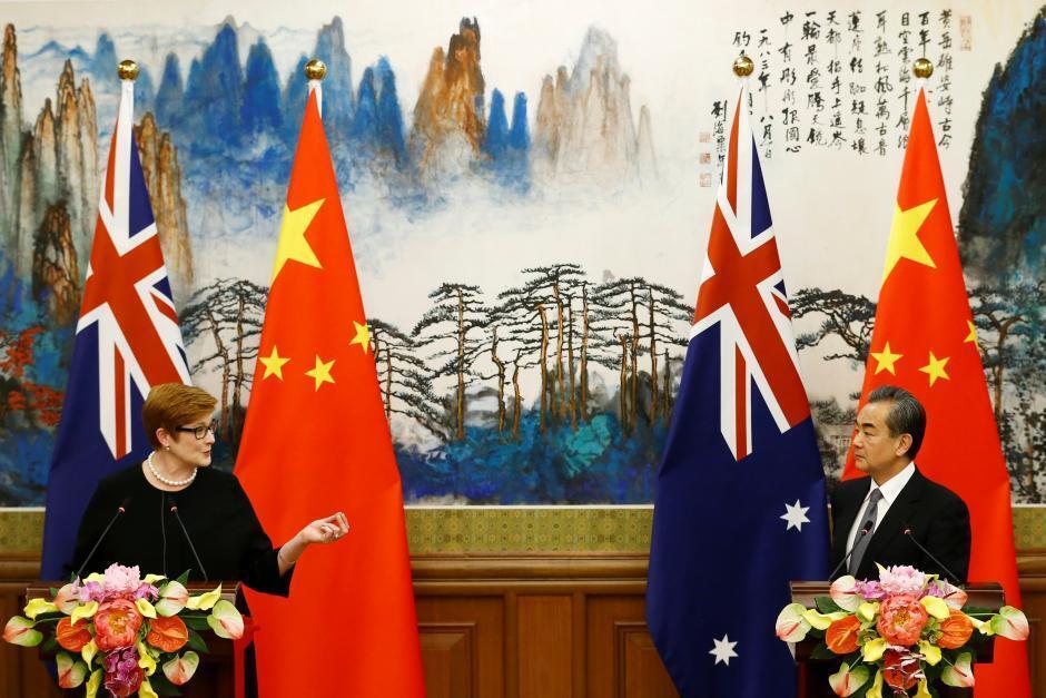 澳大利亚外长佩恩与中国外长王毅资料图片