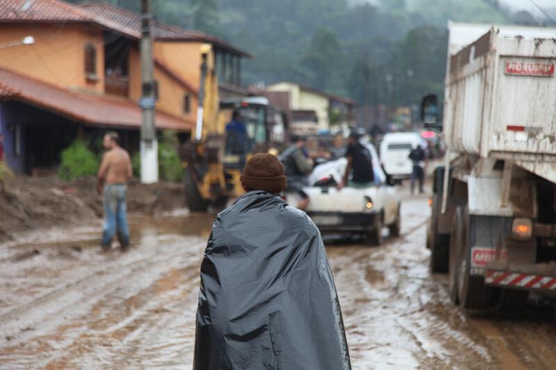 A chuva só deve dar uma trégua ao país na próxima segunda-feira.