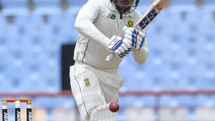 De Kock saw South Africa to lunch for the loss of just one more wicket