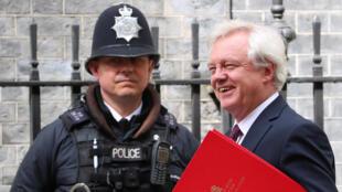 Le ministre du Brexit David Davis peu avant une réunion interministérielle, le 2 mai à Londres.