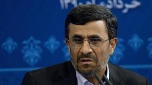 O presidente do Irã, Mahmoud Ahmadinejad, durante coletiva em Teerã