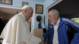 Đức Giáo hoàng Phanxicô gặp cựu chủ tịch Cuba Fidel Castro tại La Habana ngày 20/09/2015.
