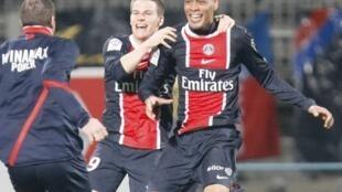 Guillaume Hoarau laisse exploser sa joie après son but égalisateur 4-4 en toute fin de match à Lyon.