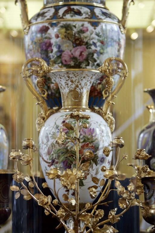 Parmi les oeuvres disparues figurent de la vaisselle et des services sortis de la célèbre manufacture de Sèvres (photo d'illustration).