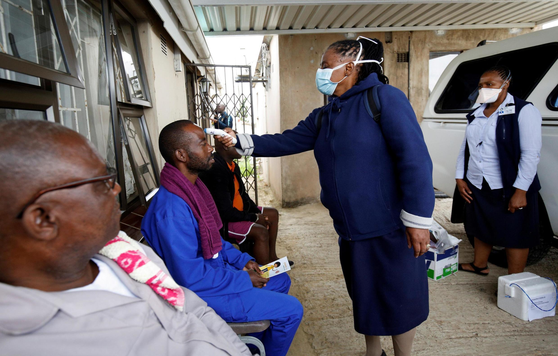 L'étude de l'OMS prévoit aussi un taux de transmissionplus lent en Afrique, ce qui pourrait se traduire par une épidémie prolongée sur quelques années.