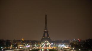 À Paris et dans le monde entier, les principaux monuments vont s'éteindre à 20h30 locales.