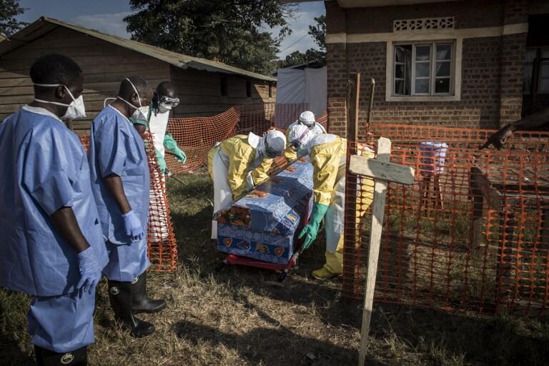 Ma'aikatan kiwon lafiya da ke aikin kawar da cutar Ebola