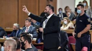El eurodiputado griego Ioannis Lagos, exmiembro del partido neonazi Amanecer Dorado, el 12 de octubre de 2020 en un tribunal de Atenas, Grecia