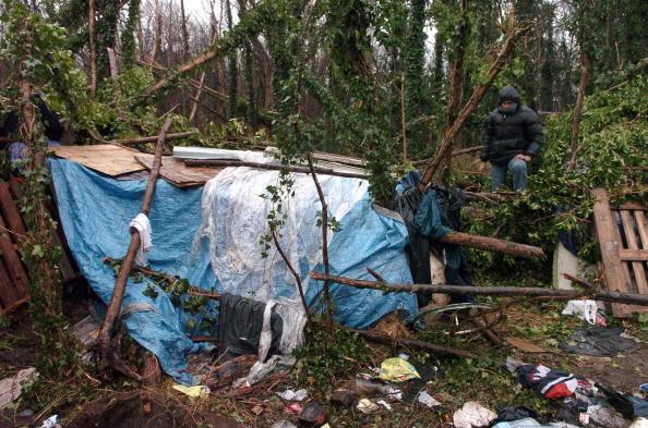Un campement de clandestins à Sangatte, en janvier 2007.