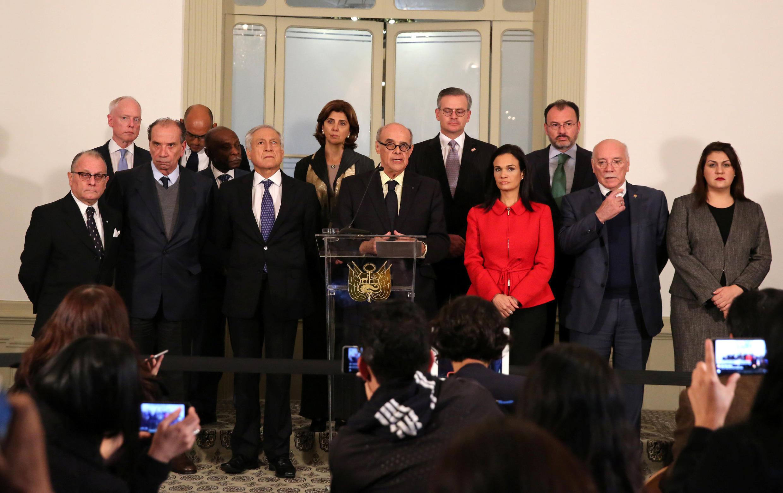 Le ministre péruvien des Affaires étrangères entouré de ses homologues venus de toute l'Amérique latine, lors d'une réunion portant sur la crise vénézuélienne, le 8 août 2017 à Lima.