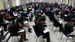 در امتحانات کنکور دانشگاهی امسال در افغانستان، حدود ٢۵٠هزار  ثبت نام کرده بودند.