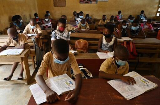 """""""9,7 millones de niños este año pueden quedar expulsados de la escuela"""", explica a RFI David del Campo de la ONG Save the Children."""