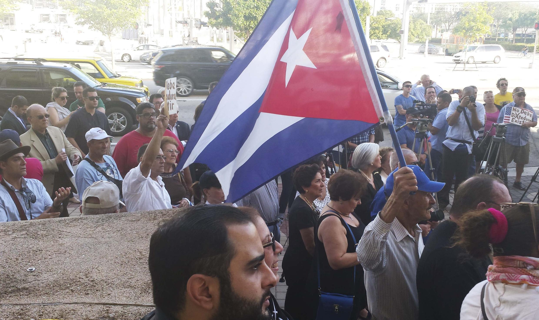 Manifestation de solidarité avec les dissidents cubains à Miami, en Floride, le 30 décembre 2014.