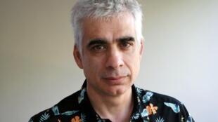 El chileno Boris Quercia, reconocido por su trabajo como actor y director, también ha escrito dos novelas policiacas ambientadas en Santiago de Chile.