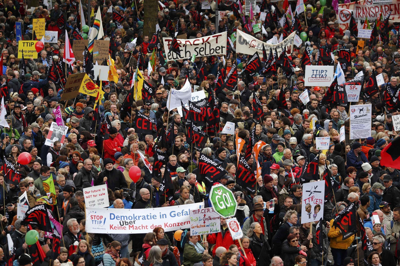 Hàng ngàn người biểu tình tại Hanovre, miền bắc nước Đức, chống hiệp ước TTIP, ngày 23/04/2016.