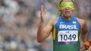 Terezinha Guilhermina, medalha de ouro nos 200m, disputa nesta terça-feira os 400m.