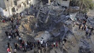 Dez pessoas, incluindo uma criança de cinco anos, morreram na manhã desta segunda-feira na Faixa de Gaza.