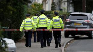A polícia britânica realizou uma operação de busca em Sunbury-on-Thames, no sudoeste da capital britânica, neste domingo (17).