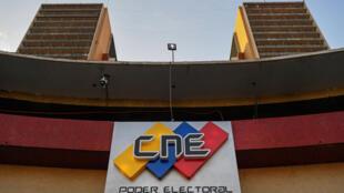 """""""Construimos en forma unánime las normas especiales que regirán las elecciones parlamentarias de este diciembre"""", anunció la presidenta del Consejo Nacional Electoral (CNE), Indira Alfonzo"""