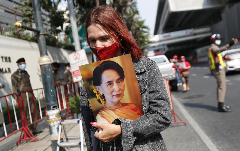 manifestation-soutien-aung-san-suu-kyi-thailande