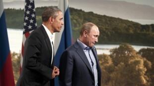 O presidente dos EUA, Barack Obama, ao lado do presidente da Rússia, Vladimir Putin, na segunda-feira, 17 de junho de 2013.