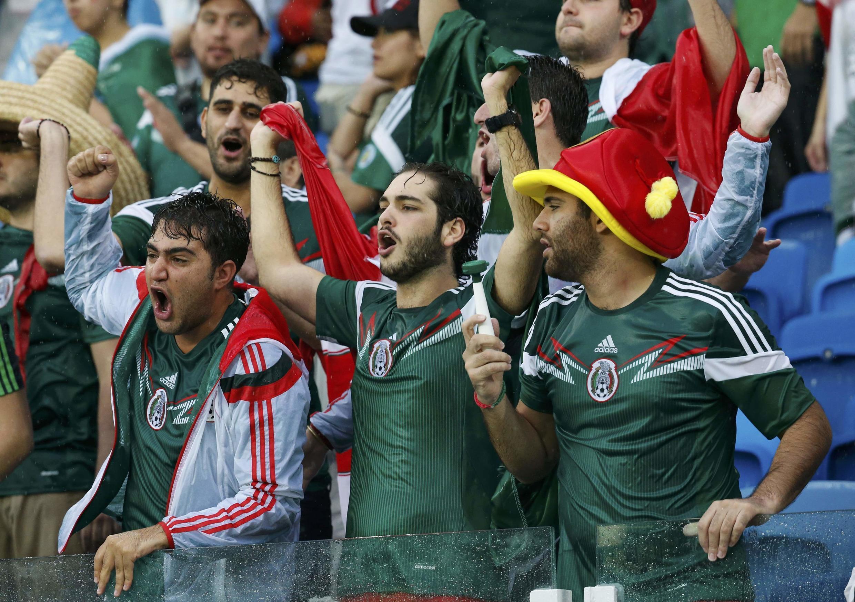 Mashabiki wa Mexico wakishangilia ushindi wa timu yao