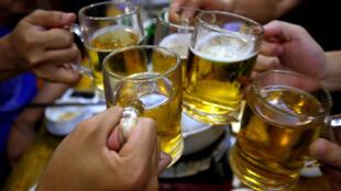 C алкоголем во Франции связана каждая десятая смерть у мужчин (11%). У женщин этот показатель существенно ниже — 4%.
