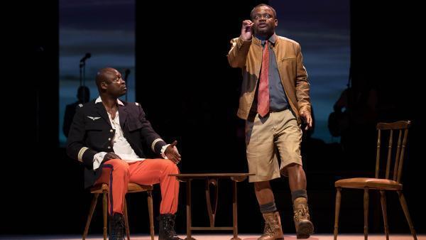 Le roi des Belges Léopold II (Criss Niangouna) et Henry Stanley (Abdon Fortuné Koumbha), l'explorateur et représentant officiel de Léopold II au Congo dans « Congo Jazz Band ».