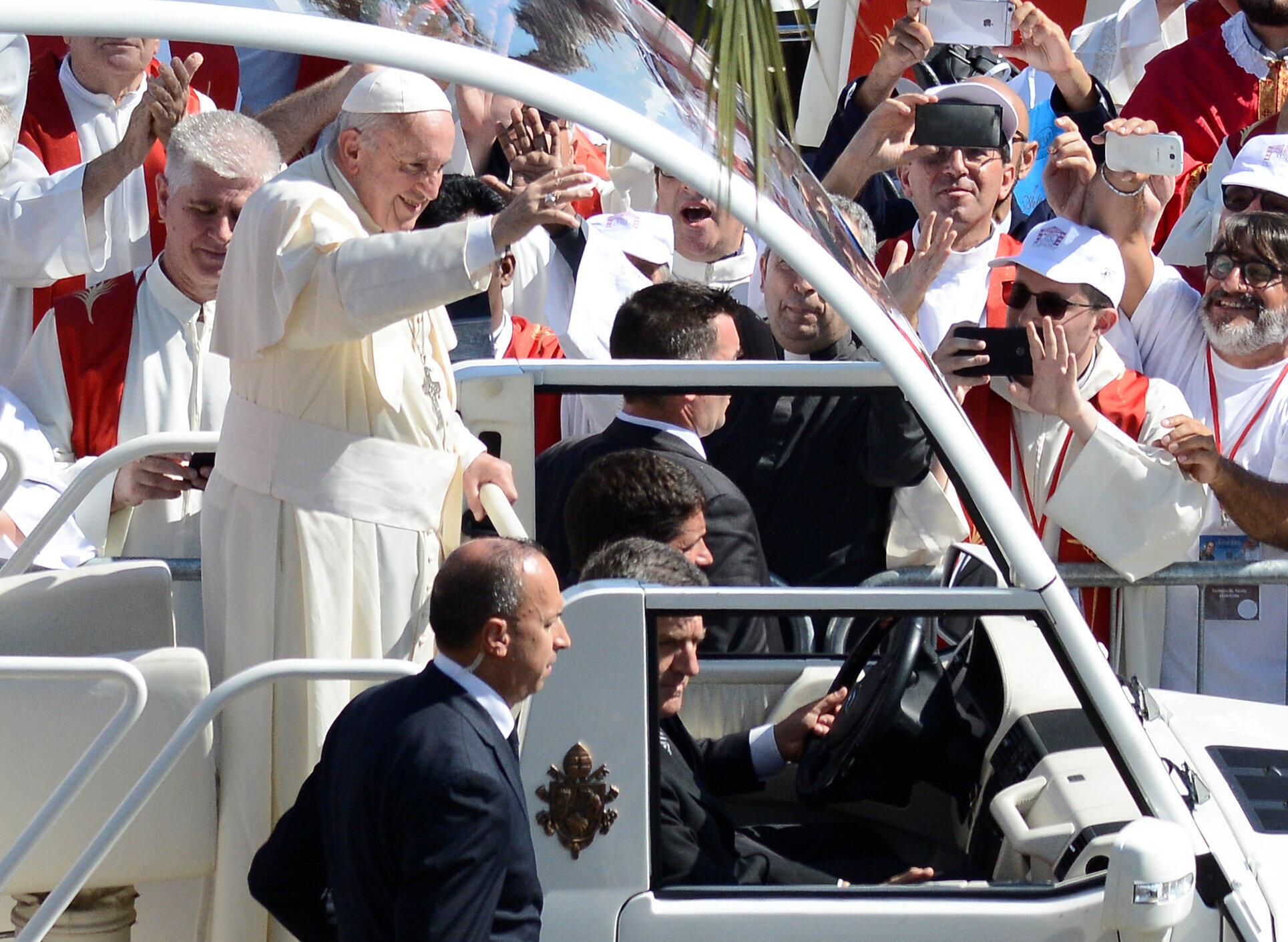 Le pape François est en visite ce samedi en Sicile, pour rendre hommage au prêtre Giuseppe Puglisi, assassiné par la mafia il y a 25 ans alors qu'il avait engagé une croisade contre la consommation de drogue chez les jeunes des quartiers pauvres.
