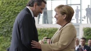 Primeiro-ministro grego, Antonis Samaras, em encontro com a premiê alemã, Angela Merkel, na manhã desta sexta-feira, em Berlim.