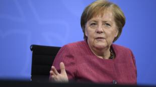 La canciller Angela Merkel habla durante una rueda de prensa que dio el 2 de junio de 2021 en Berlín