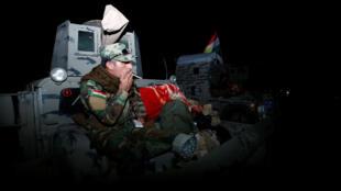 Combattant peshmerga, front de Mossoul, dans la nuit du 16 au 17 octobre 2016, avant l'offensive.