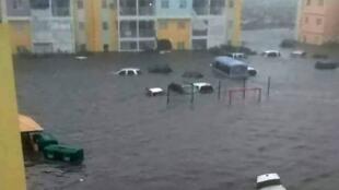 Rue inondée à Saint-Martin après le passage dévastateur de l'ouragan Irma le 6 septembre.