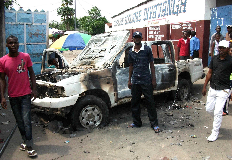 A burnt out jeep on Avenue Munene outside the Ecole Dyavanga polling station, Kinshasa, 29 November