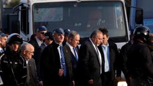 Le Premier ministre israélien Benyamin Netanyahu (c) et le ministre de la Défense Avigdor Lieberman (3e à droite). (Image d'illustration).
