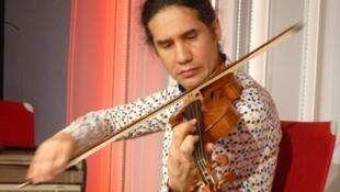 El violinista germano-uruguayo Oscar Bohórquez