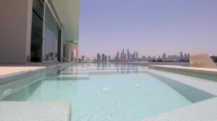 Piscina en una mansión a la venta en Palm Jumeirá, isla artificial con forma de palmera, en Dubái, el 19 de mayo de 2021