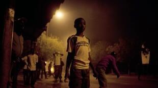 Les manifestants ont lancé des pierres en direction des policiers qui ont riposté à coups de matraques et de gaz lacrymogènes. Dakar, le 31 janvier 2012.