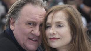 "Gerard Depardieu و Isabelle Huppert هنرپیشگان فیلم ""درۀ عشق"" در مقابل دوربین عکاسان در فستیوال سینمایی کن"