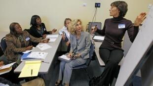 Un groupe de demandeurs d'emploi participent à une formation dans un centre d'orientation professionnelle, en Floride, Etats-Unis, le 2 décembre 2010.