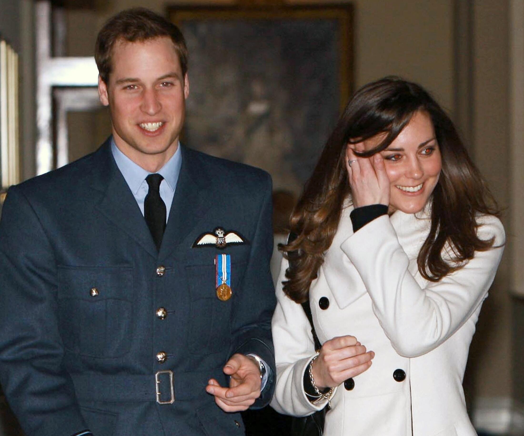 O príncipe William se casa na próxima primavera ou verão com Kate Middleton.