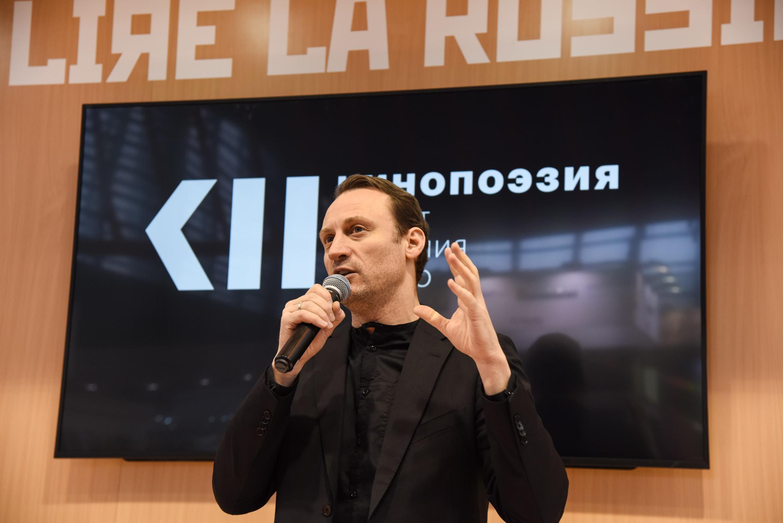 Анатолий Белый представляет проект «Кинопоэзия» на Парижском книжном салоне-2018