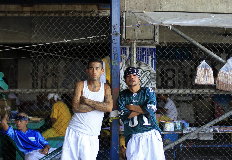 Pandilleros en el penal de Izalco en Sonsonate. La ley dice que todo pandillero, por el simple hecho de pertenecer a una mara, debe ser perseguido, detenido y juzgado.