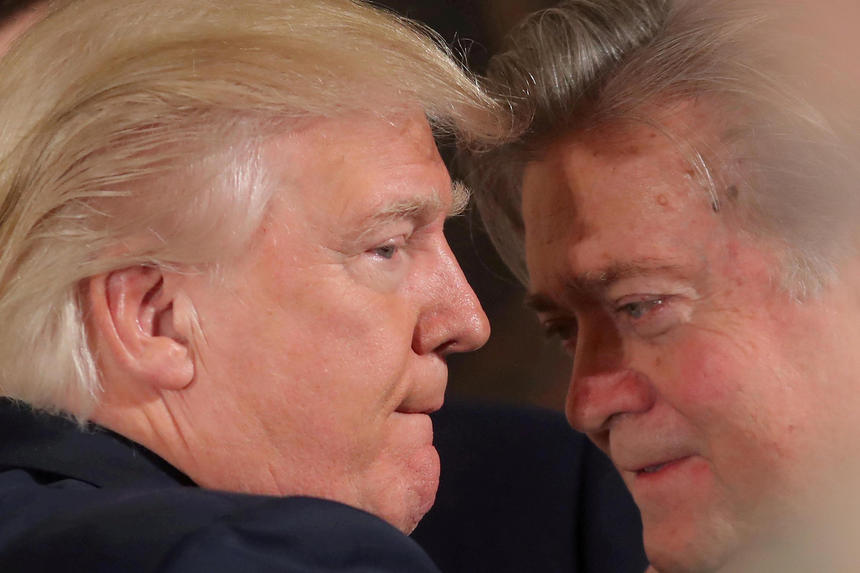 Presidente americano não consegue impedir lançamento de livro contendo declarações polêmicas de seu ex-estrategista-chefe, Steve Bannon, sobre a Casa Branca.
