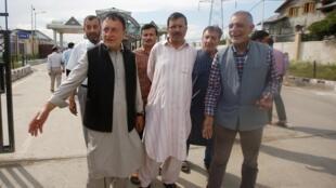 លោក Ghulam Jeelani Qadri អ្នកកាសែតរបស់ Daily Afaaq ក្រោយចេញពីតុលាការ ក្រុងSrinagar កាស្មៀ