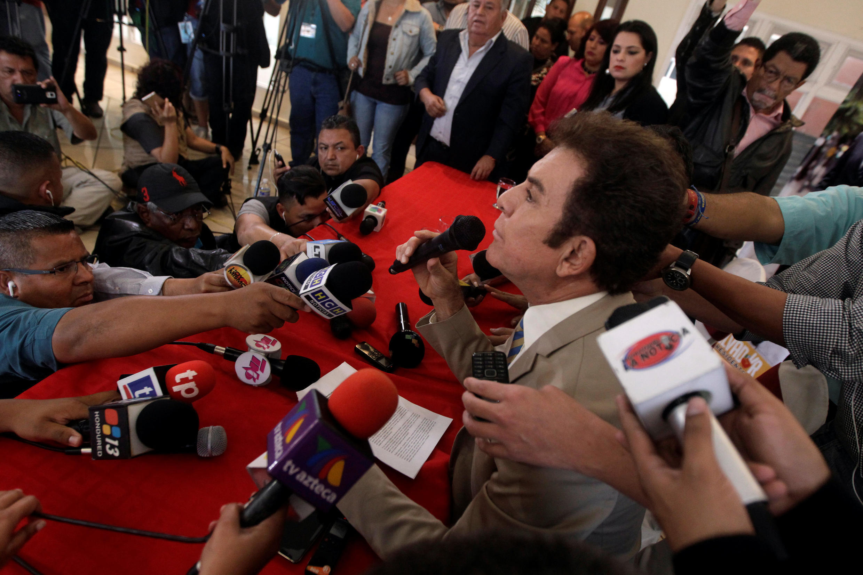 Salvador Nasralla em conferência de imprensa em Tegucigalpa (imagem de arquivo).