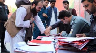 Kaboul, le 13 août: libération d'un nouveau groupe de prisonniers talibans conformément à l'accord de la Loya Jirga le 9 août.